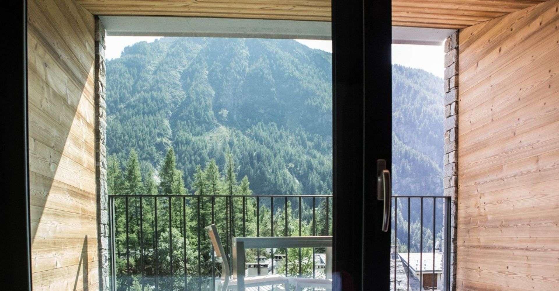 Vetta balcone con tavolino